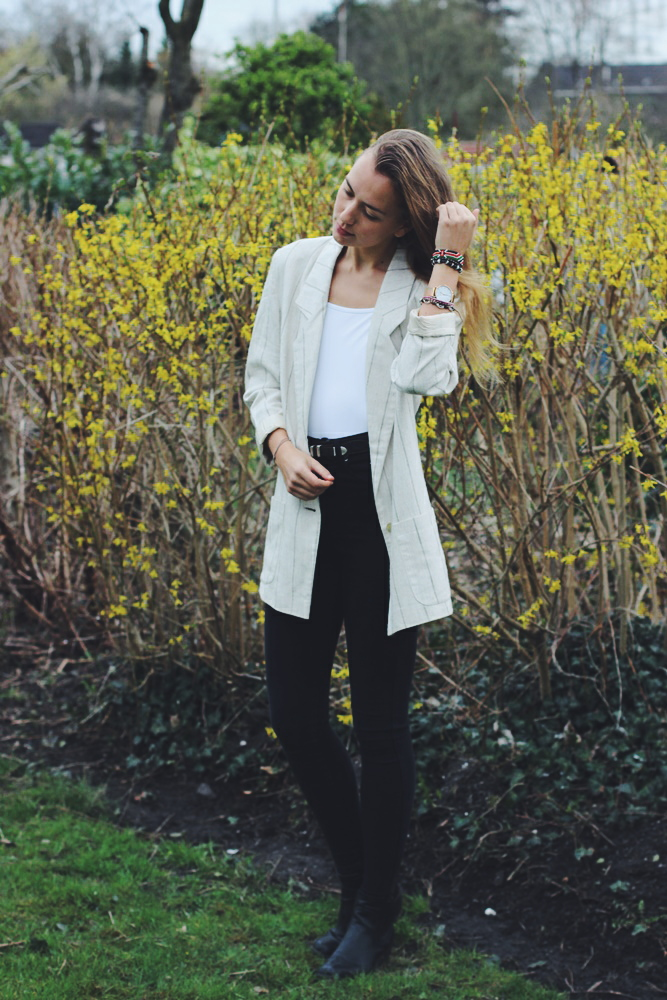 yvonne-karnath-backless-body-outfit-white-fashion-blogger-blog-ootd
