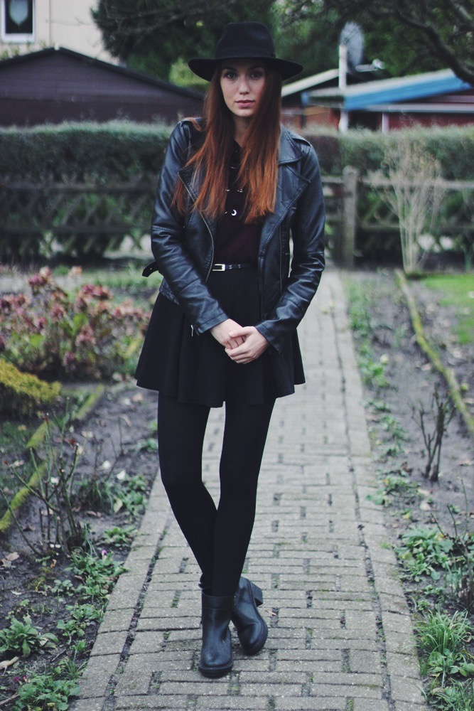willascherrybomb How to Style - Schwarzer Faltenrock outfit ootd inspiration blog