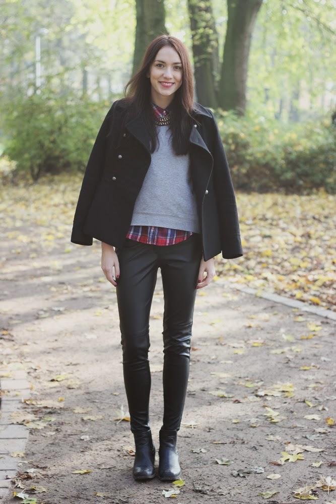 Outfit idee inspiration Kunstlederhose im Herbst
