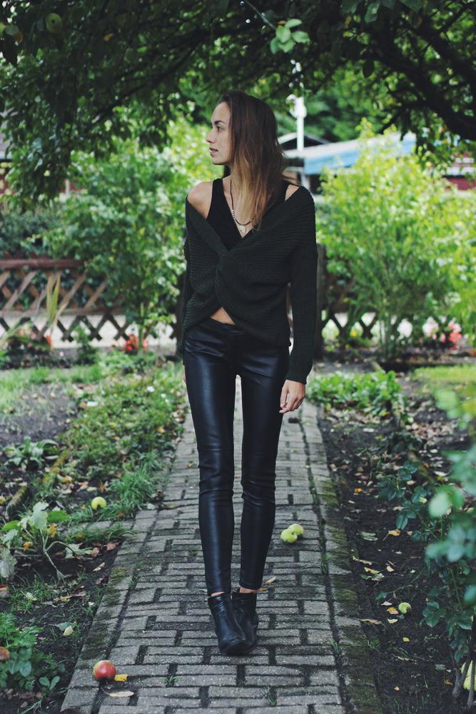 Kunstlederhose zu oversize Pullover outfit
