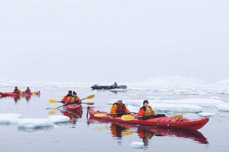 Kajak fahren in der Antarktis