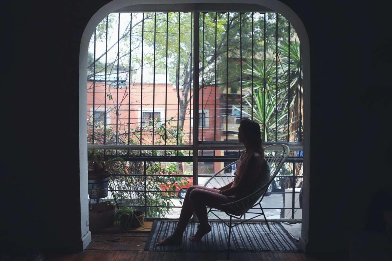 Frau im Schatten