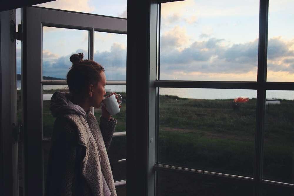 Dänemark Frau am Tee trinken