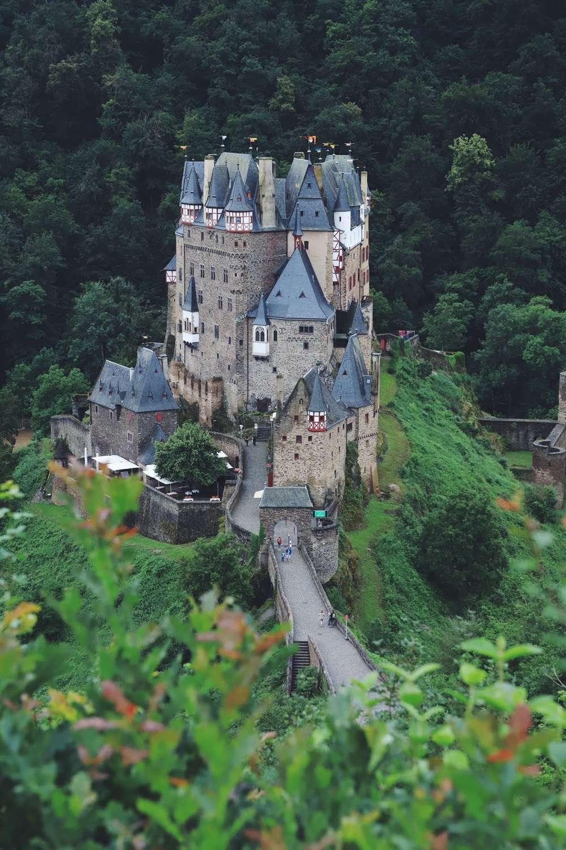 Burg Eltz: Das solltest du vor deinem Trip wissen!